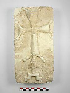 Bas relief orné d'une croix découvert en Iran et datant de la période sassanide